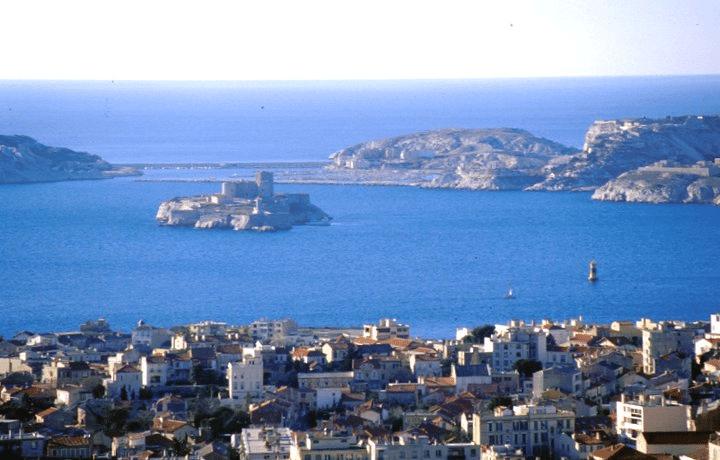 Marseille de ND vue corniche îles